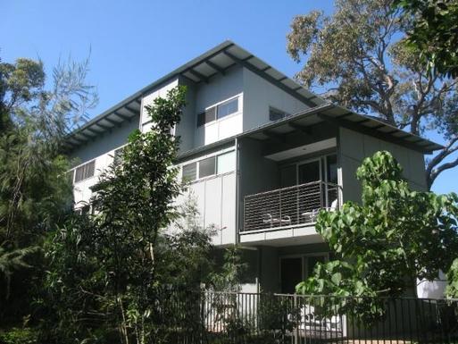 Home exchange in,Australia,WOORIM,Main bedroom (above) and second bedroom (below)