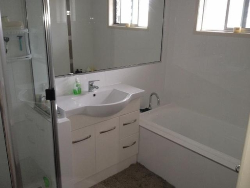 Home exchange in,Australia,URANGAN,Bathroom with full bath and shower