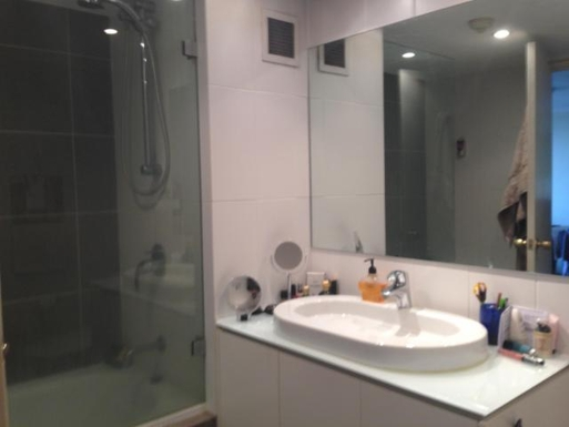 Home exchange in,Australia,POTTS POINT,Bathroom with bath, shower and washing machine