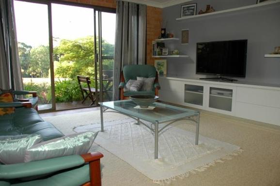 Home exchange in,Australia,KORORA,Downstairs family room, queen guest bedroom, bathr