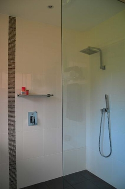 Home exchange in,Australia,KORORA,Main bathroom