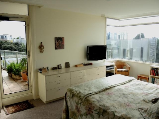 Home exchange in,Australia,PORT MELBOURNE,Master Bedroom