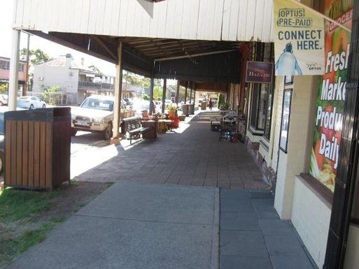 Home exchange in,Australia,MORPETH,Main street shopping