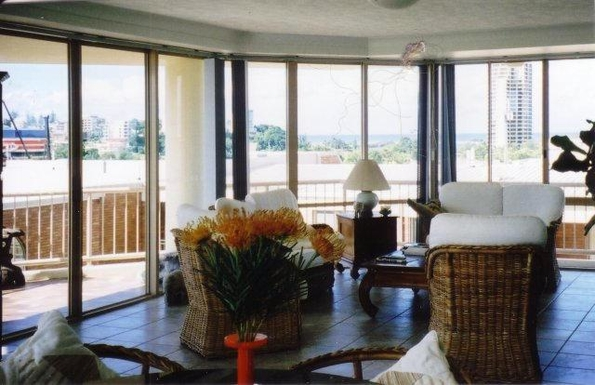 Home exchange in,Australia,TWEED HEADS,We have an open plan unit which is very bright.