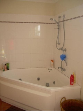 Home exchange in,Australia,ULLADULLA,Spa bath in main bathroom