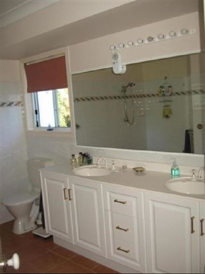 Home exchange in,Australia,BRIDGEMAN DOWNS,Ensuite has disabled facilities (previous owner).