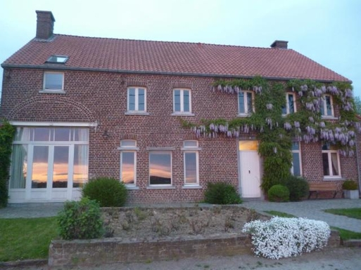 BoligBytte til,Belgium,Brussels, 30k, N,renovated farmhouse