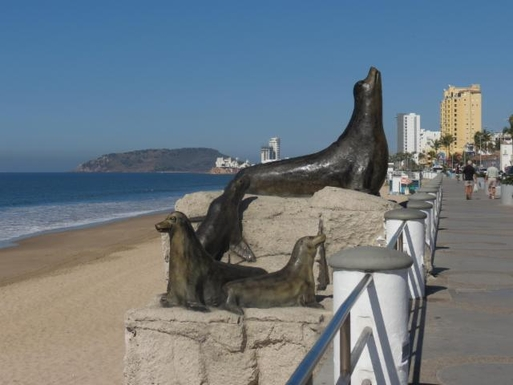 BoligBytte til,Mexico,Mazatlan,Starues galore along the malecon (ocean side walk)