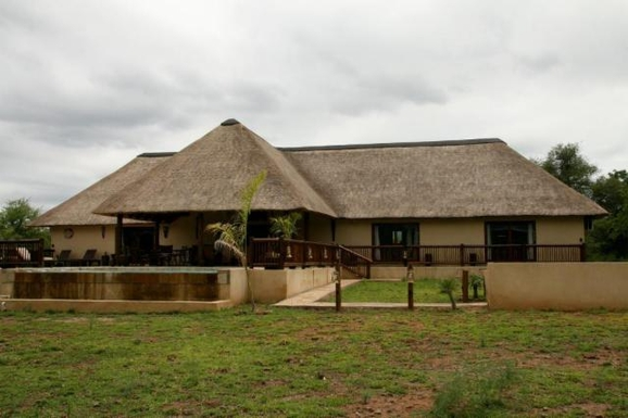 BoligBytte til,South Africa,Hoedspruit,Front side of the house and terrace
