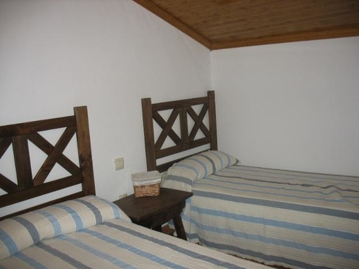 BoligBytte til,Spain,Castillo (Pinofranqueado),Second bedroom, look the forest from the window.