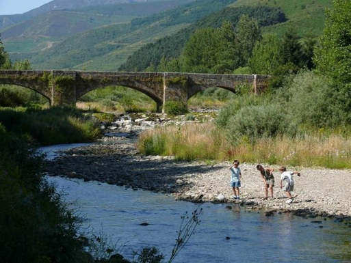 BoligBytte til,Spain,Ezcaray,Children playing in the river, just opposite the a
