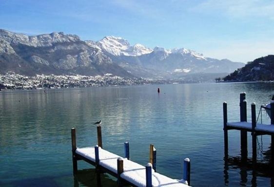 Annecy lake. 10' from home
