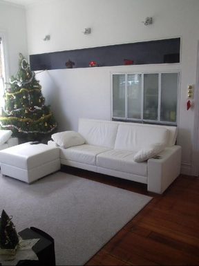BoligBytte til,New Zealand,Wellington 6k, N,White leather lounge suite in a white lounge.