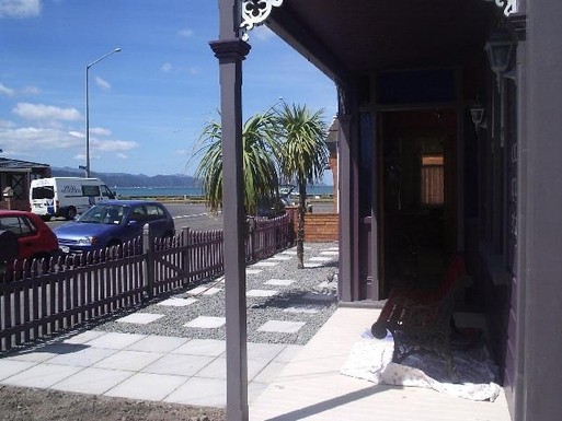 BoligBytte til,New Zealand,Wellington 6k, N,One house from the beach and harbour view.