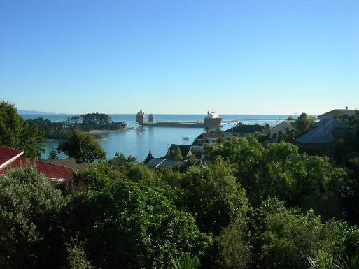 BoligBytte til,New Zealand,Nelson,View to Tasman Bay.  Ships and yachts come and go.