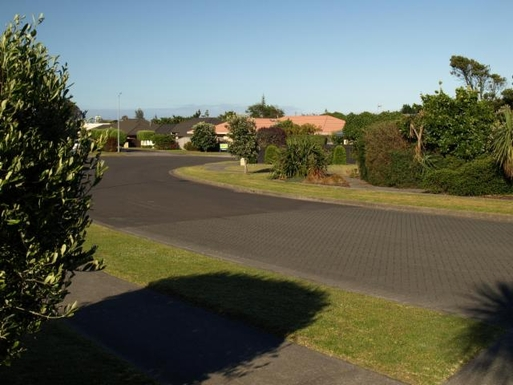 BoligBytte til,New Zealand,Wellington, 50k, N,from our driveway looking down into Rifleman Lane