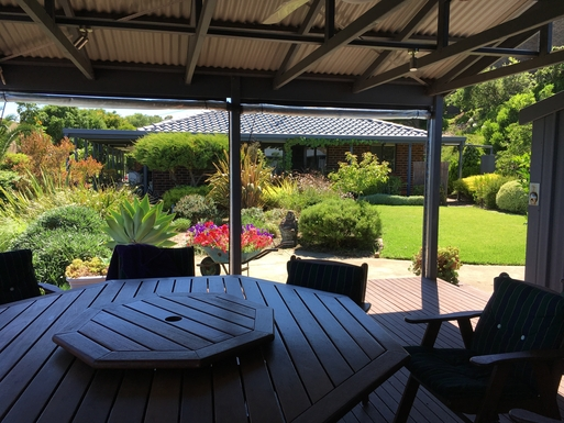 BoligBytte til,Australia,MARINO,View from our deck to the back garden