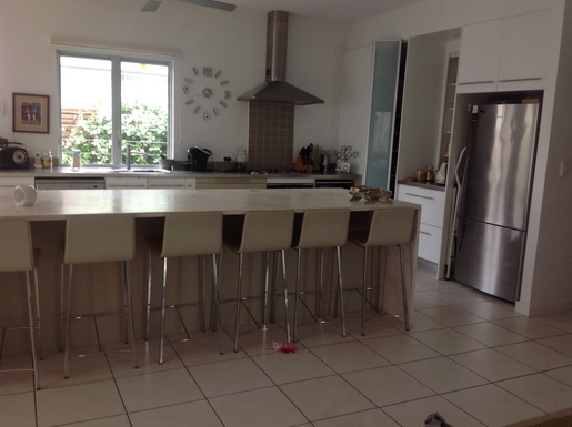 Home exchange in,Australia,Tewantin,Kitchen, with dishwasher, gas hob, electric oven,