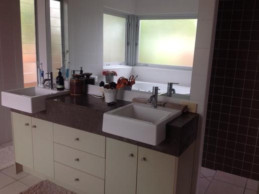 Home exchange in,Australia,Tewantin,En suite bathroom