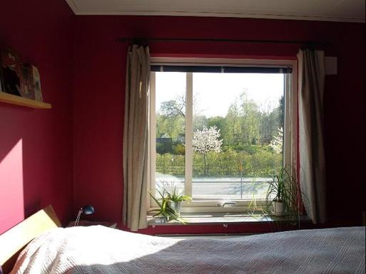 BoligBytte til,Sweden,Stockholm, 0k, SE,Master bedroom. View to the allotment gardens