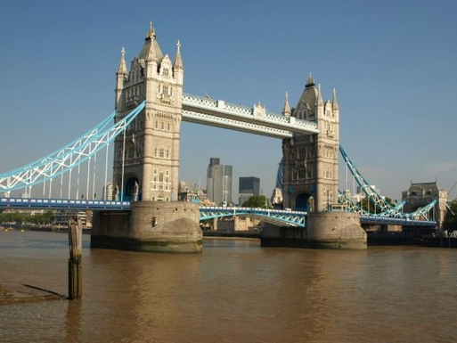 Tower Bridge is 2 minutes away!