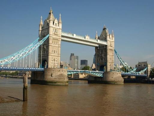 Tower Bridge is 2 minutes away!