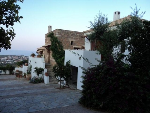 BoligBytte til,Greece,Kalamata, 30m, S,Area outside house with parking area