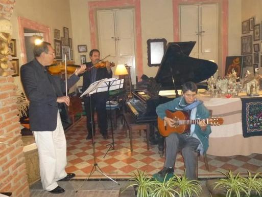 BoligBytte til,Mexico,Uruapan,Impromptu concert in our living room