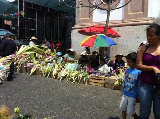 BoligBytte til,Mexico,Uruapan,Palm Sunday market just around the corner