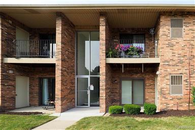 Super Sterling Heights Mi Real Estate Homes For Sale Homesnap Download Free Architecture Designs Scobabritishbridgeorg