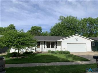 341 N Holiday Avenue Sioux Falls,SD 57103