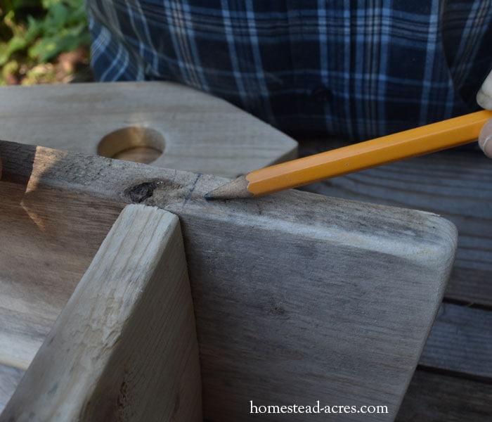 DIY birdhouse planter measuring for the face piece