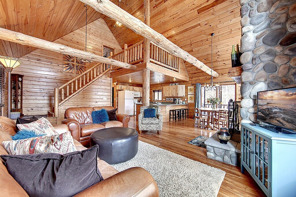 Loft room in large open log home above the kitchen