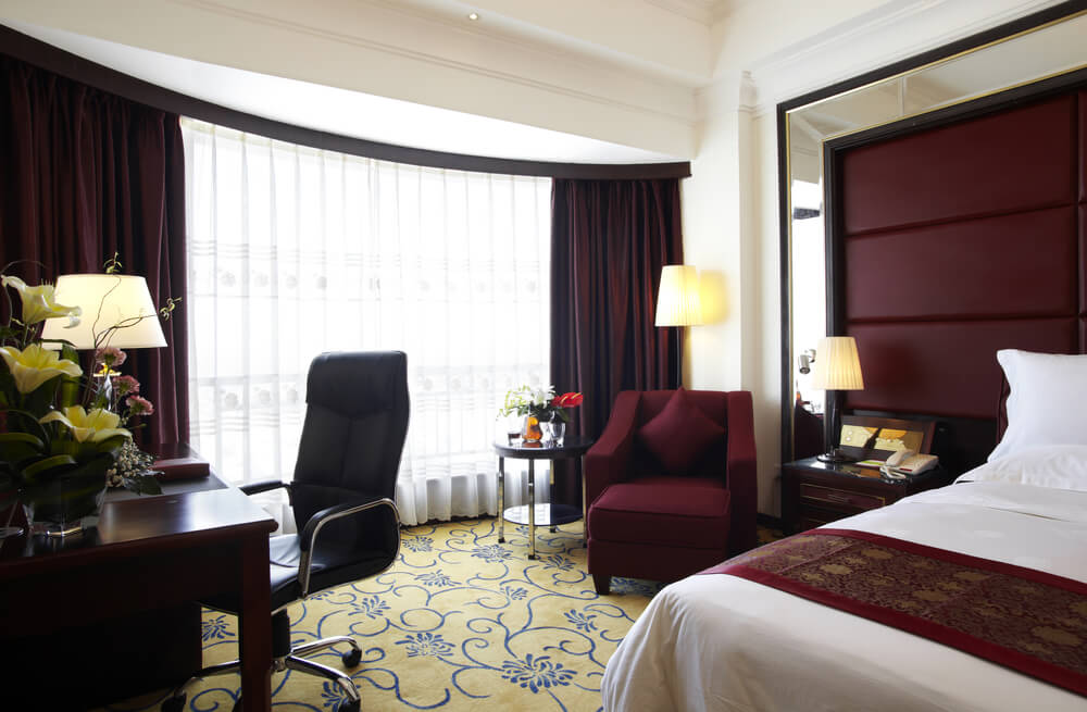 25 luxury hotel rooms suites inspiration for your home for Hotel room decor