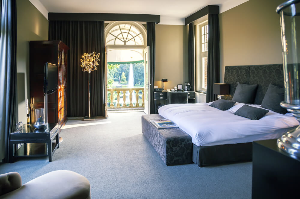 25 luxury hotel rooms suites inspiration for your home for Luxury hotel suites