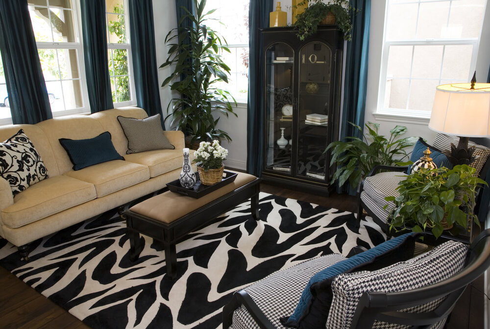 The Black And White Patterned Rug Sets The Dramatic Design Foundation For  This Cozy Living Room
