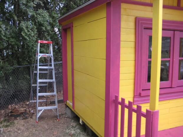 Completed wood pallet playhouse for kids side view