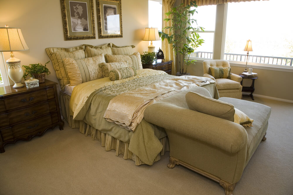Chaise lounge at foot of bed. 13 Chairs for Master Bedrooms  with Photo Examples