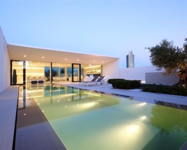 Jesolo Villa by JM Architecture