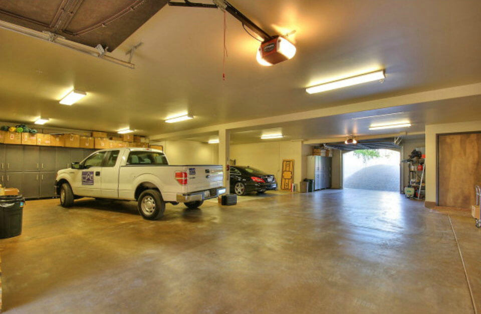 As you can see, this garage is ideal for any car lover capable of storing 4+ vehicles comfortably.