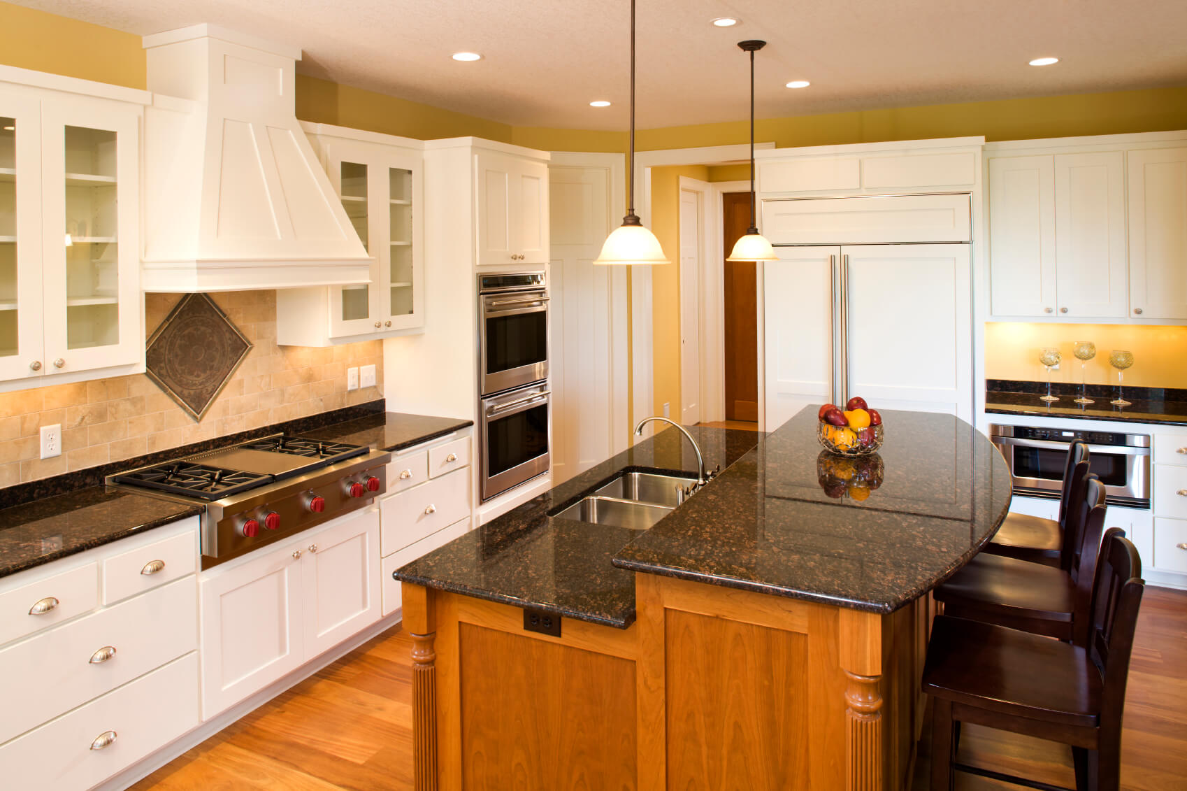 Beau Here We Have Another Two Tiered Island Adding Contrast To A Kitchen With  Warm Natural
