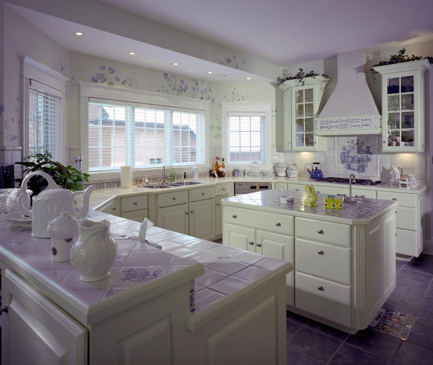 Flooring Options Kitchen: 22 Kitchen Flooring Options And Ideas (Pros & Cons