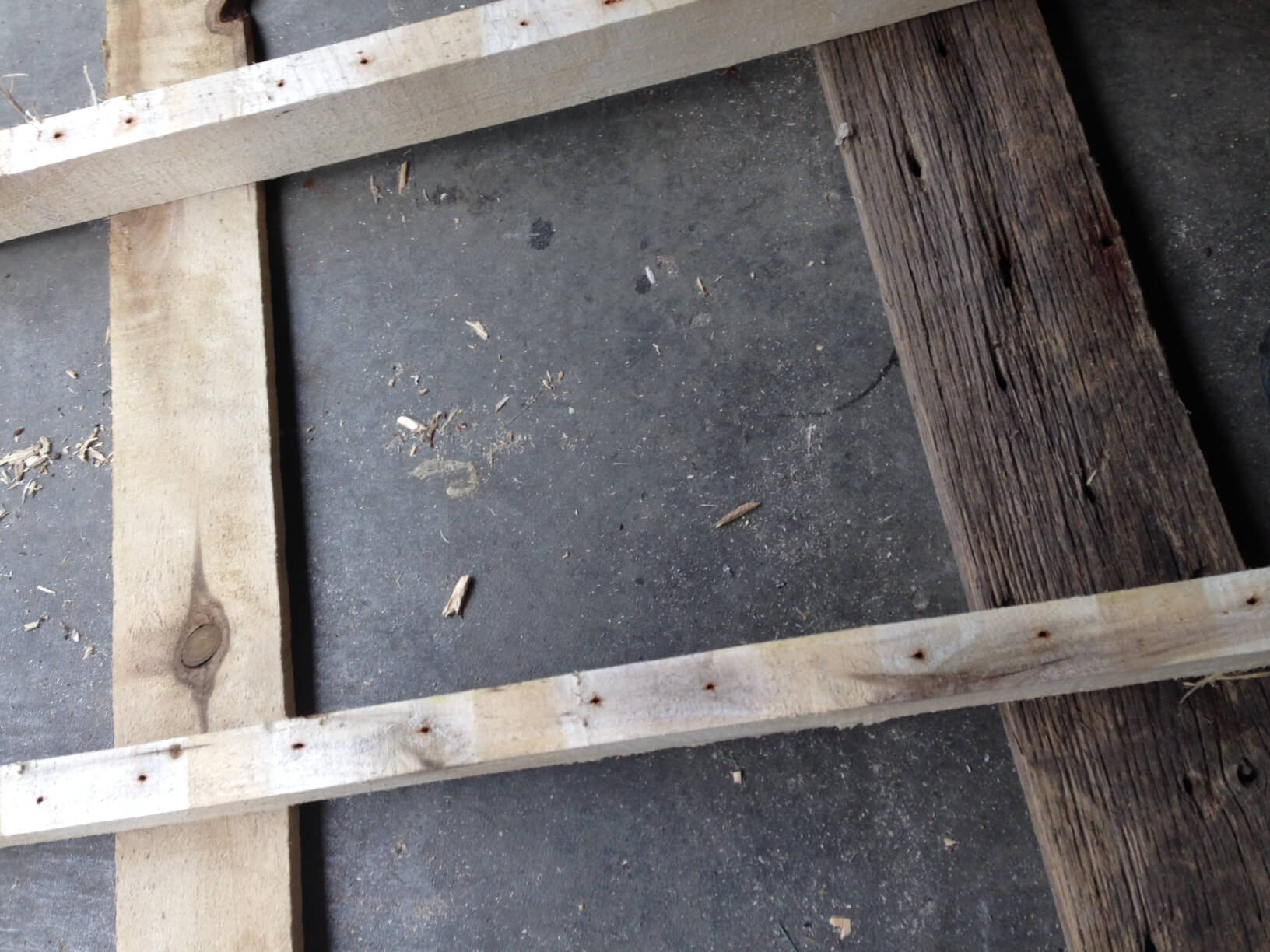 Cutting small pieces from the pallet