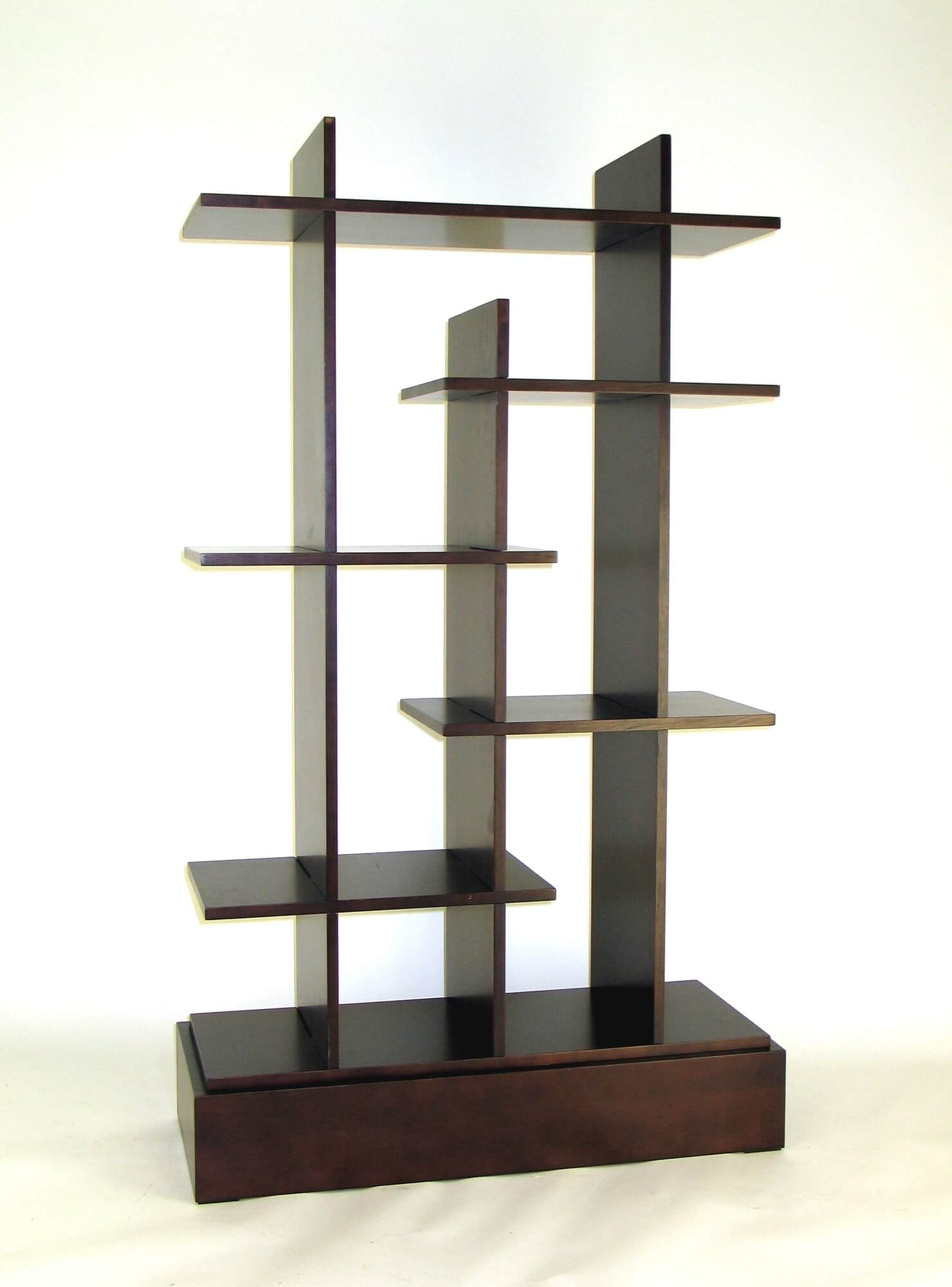 This is a statuesque style 6-cube shelf and while it doesn't really offer much shelving space, it's a very nice decorative unit with a modern design.