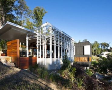 Modern wood and steel home by Base Architecture