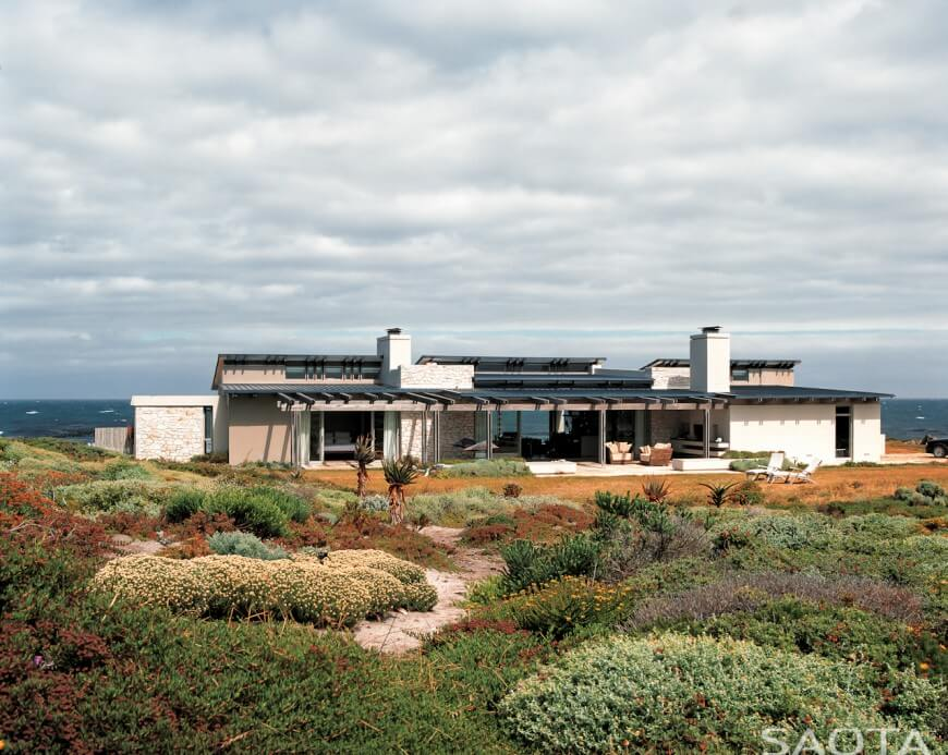 Panoramic view of modern home by SAOTA Architects