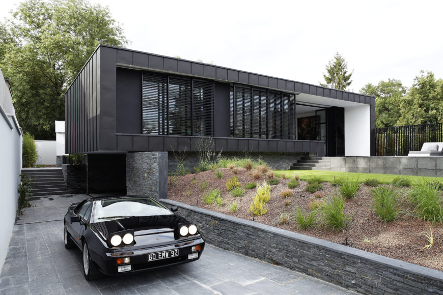 Front view of the modern 1-story C-House by Lode Architecture