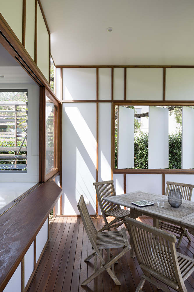 The white louvers allow for garden views and plentiful fresh air to pass into the patio and through the home interior.