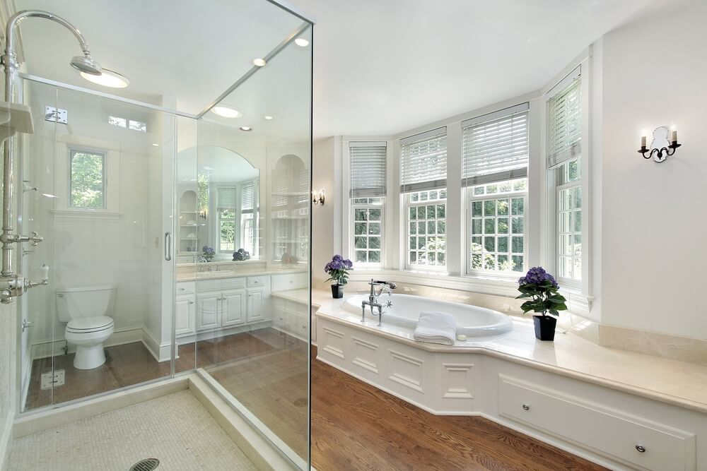 32 Best Master Bathroom Ideas And Designs For 2019: 34 Luxury White Master Bathroom Ideas (Pictures