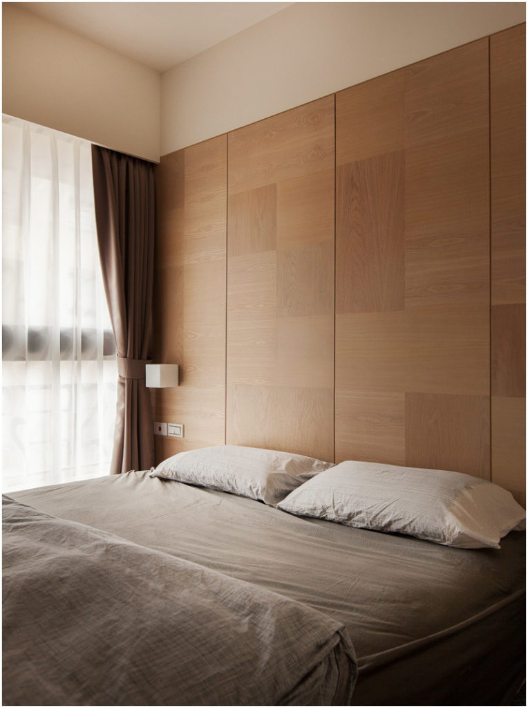 The light linen bedding fits nicely with the rest of the neutral color palette of the apartment.